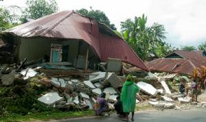 ارتفاع عدد قتلى زلزال في إندونيسيا إلى 30 قتيلًا
