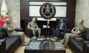 قائد الجيش عرض مع عمران رضا الأوضاع