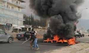 المتظاهرون يقطعون الطرقات: مستمرون الاثنين!
