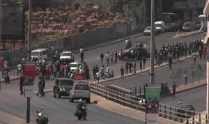 الاعتداء على متظاهرة عند جسر الرينغ