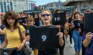 تظاهرة ضد أعمال العنف التي تستهدف النساء في تركيا