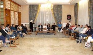 الحريري التقت متعاقدي الأساسي: لتعليق الإضراب المفتوح