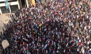 قطع الطرقات يتواصل والتظاهرات تعمّ لبنان (صور وفيديو)