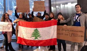 خاص بالفيديو والصور: تجمع أمام CNN للمطالبة بتغطية غير منحازة للحراك