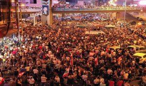 عشرات الآلاف يتظاهرون في جل الديب