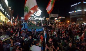 ساحة الاعتصام في جونيه تمتلئ بالمحتجين