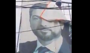 تمزيق صور كرامي والحريري ومحاصرة منزل ميقاتي في طرابلس (فيديو)