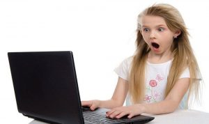الأطفال والمحتوى غير اللائق على الإنترنت