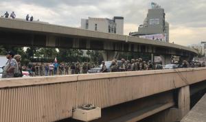 الجيش يفتح بالقوة طريق نهر الكلب… ويعتقل شاباً (فيديو وصور)