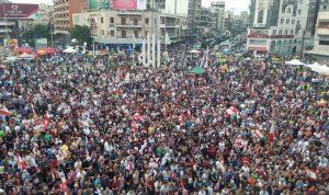 المحتجون في ساحة النور يهتفون الموت لاسرائيل
