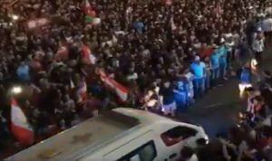 فيديو رائع للصليب الأحمر من تظاهرة الزوق