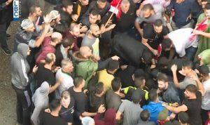 """مناصرو """"الحزب"""" يعتدون على المتظاهرين بعد كلمة """"السيد"""""""