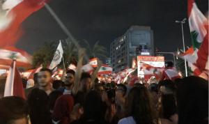 آلاف المتظاهرين في ساحة تقاطع إشارة ايليا في صيدا