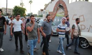"""مظاهرة في صيدا تحت شعار """"مش بس جيابنا فاضية.. طناجرنا كمان"""""""