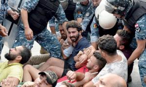 """قرار سياسي ـ أمني بفتح الطرقات بـ""""التفاهم"""" مع المحتجين"""