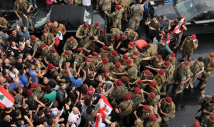 من يحاول الإصطياد في الماء العكر بين الجيش والشعب؟