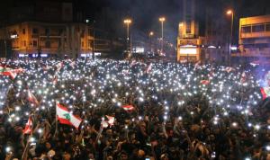 اللبنانيون في الساحات لليوم السادس.. وبلورة خطوات للمواجهة
