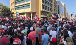 لليوم الثالث… لبنان ينتفض والتظاهرات مستمرة بزخم