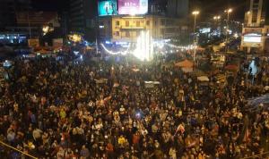 بالفيديو: ساحة النور تعج بالثوار رغم الأمطار