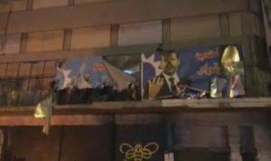 """في طرابلس.. محاولة لاقتحام مكتب """"التيار الوطني"""" ونزع صور للحريري"""