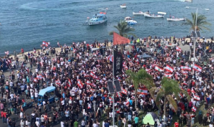 أعداد المحتجين في ساحة العلم في صور إلى تزايد
