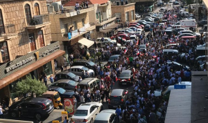 التظاهرات تلف المدارس والادارات العامة في جبيل (بالفيديو)
