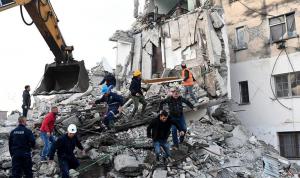 بالصور: زلزال قوي يضرب ألبانيا