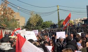تظاهروا أمام السفارة الأميركية.. وهتفوا للمقاومة!