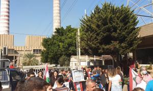 """اعتصام أمام معمل الزوق: """"حرقتوا سمانا"""" (بالفيديو والصور)"""