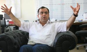 عبد المنعم يوسف عن انقطاع الانترنت: تكهنات وفرضيات خنفشارية