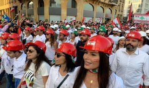 الثوار نظّموا عرضًا مدنيًا استثنائيًا في عيد الاستقلال (صور وفيديو)