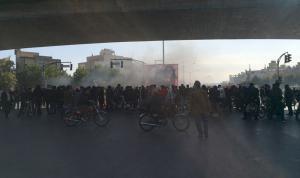 احتجاجات ايران مستمرة رغم القمع والتهديد وحملات الاعتقال