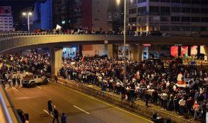 ليل صاخب بعد تظاهرات حاشدة.. قطع طرق في مختلف المناطق اللبنانية