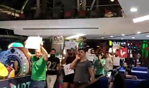 """الثوار من Le Mall: """"يا بيروت قومي قومي بدنا نشكل الحكومة"""" (بالفيديو)"""