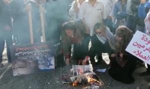 بالفيديو: إحراق صور الفاخوري بعد تأجيل جلسة استجوابه