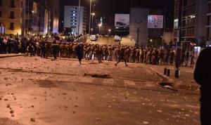 حزبيّون يعتدون على القوى الأمنية في الرينغ ويحاولون اقتحام ساحة الاعتصام