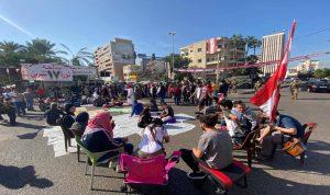 المحتجون في ساحة ايليا بدأوا احتفالات الاستقلال بفطور جماعي