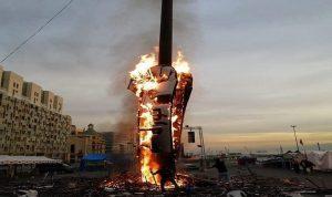 """إحراق """"مجسم الثورة"""" وسط بيروت.. والناشطون يتوعّدون"""