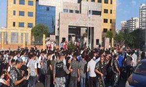 اشكال بين القوى الامنية والطلاب أمام وزارة التربية