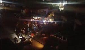 احتجاجات في طرابلس بسبب انقطاع الكهرباء.. وجرحى امام معمل دير عمار