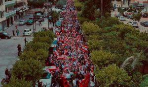 طرابلس احتضنت مسيرة حاشدة حطت في ساحة النور (فيديو)
