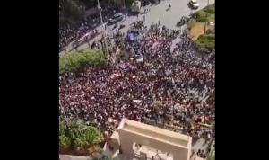 بالفيديو: تظاهرة حاشدة أمام وزارة التربية