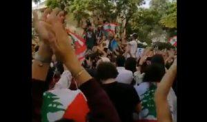 """طلاب الـUSJ يشاركون في الاحتجاجات: """"ثورة ثورة"""" (فيديو)"""