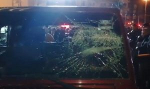 مسيرات امام منازل مسؤولين وهجوم على المتظاهرين في محيط عين التينة (فيديو)