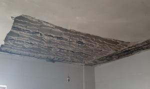 في عكار… عائلة تنجو بأعجوبة من انهيار سقف منزلها