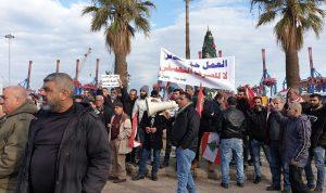 اعتصام لسائقي الشاحنات في المرفأ: لتوظيف اللبنانيين