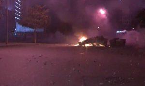 بعد فيديو مسيء.. تجمع غاضب في وسط بيروت: رشق حجارة وحرق سيارات