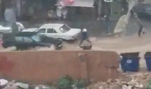 فيديو صادم لسيول تجرف مواطنة في بيروت!