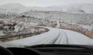 الثلوج تقطع طريق الضنية – الهرمل