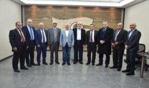 جعجع التقى وفدا اقتصاديا اجنبيا وآخر من رؤساء بلديات دير الاحمر